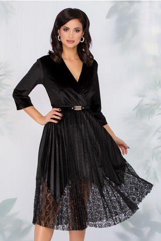 Rochie Dana neagra din catifea cu fusta plisata si insertii din dantela