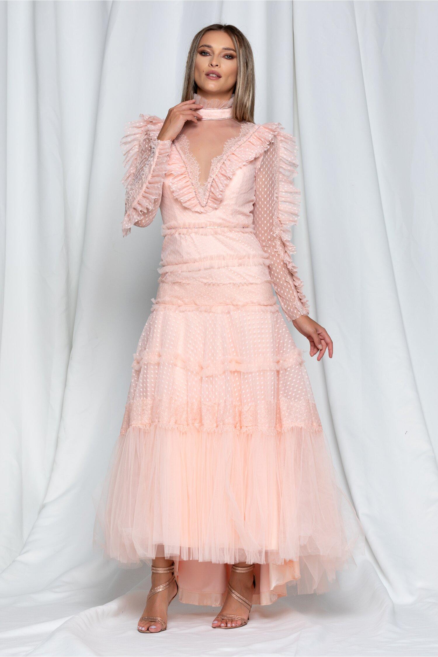 Rochie Daria lunga roz piersica din tulle cu volanase din dantela