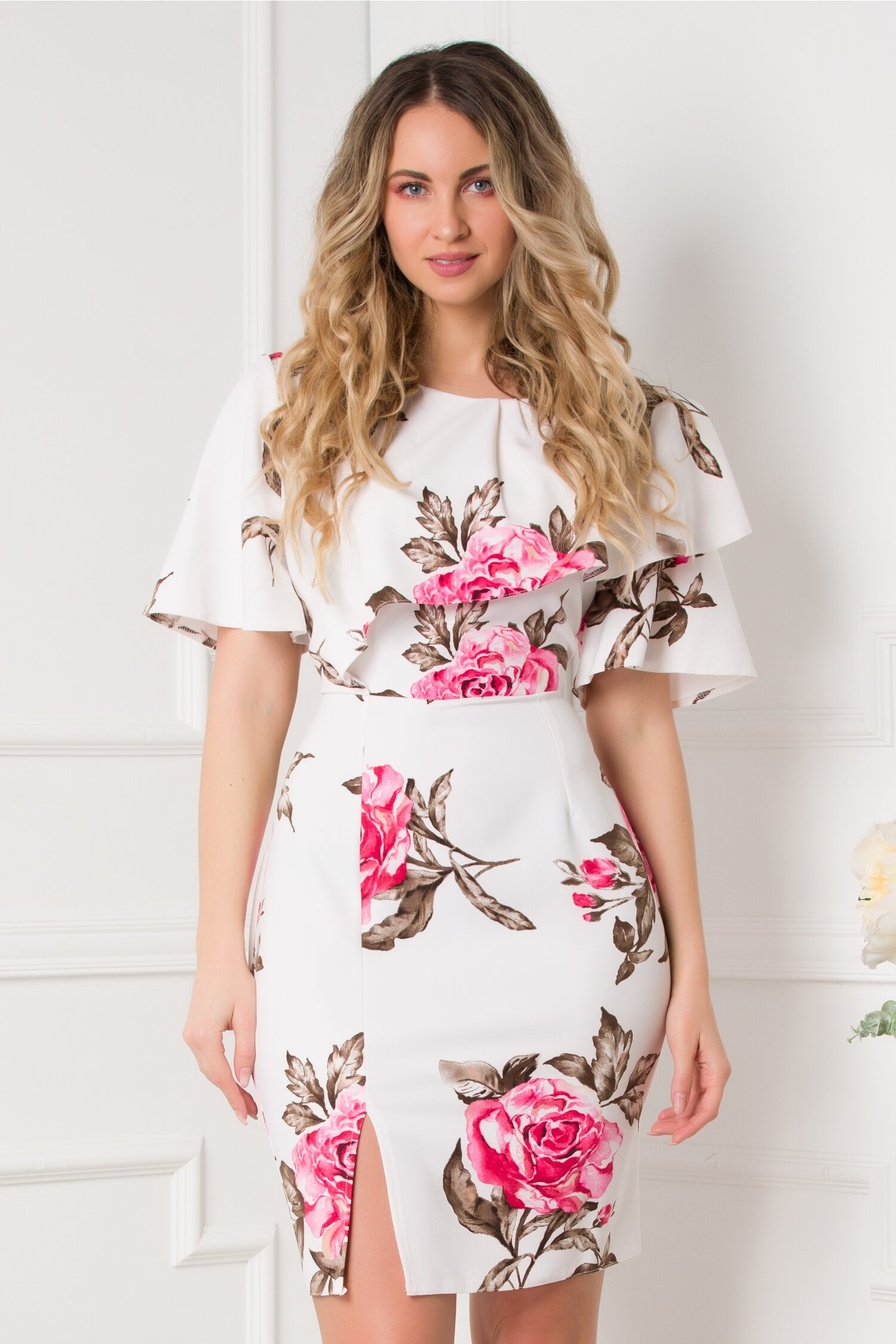 Rochie Dionia alba cu imprimeuri florale roz si volanas la bust