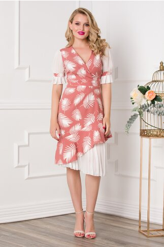 Rochie Dorina roz pudrat cu imprimeuri albe si volanase plisate