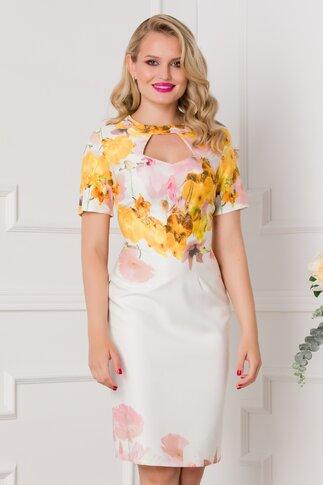 Rochie Eleonora alba cu imprimeuri florale galbene si roz si decupaj la decolteu