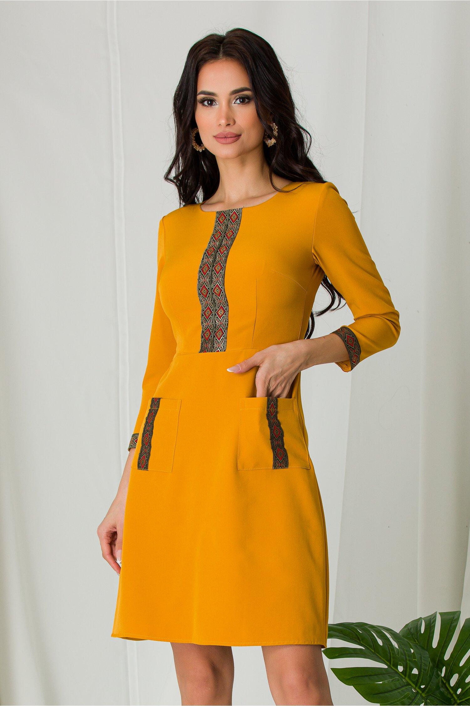 Rochie Ella Collection Ilinca galben mustar cu benzi decorative
