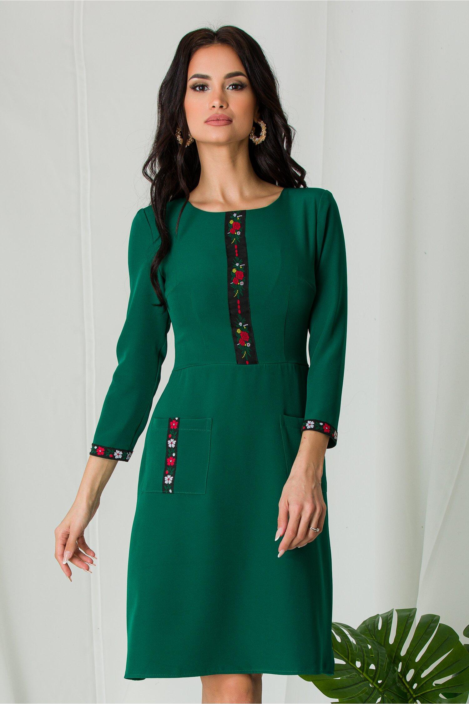 Rochie Ella Collection Ilinca verde cu benzi decorative