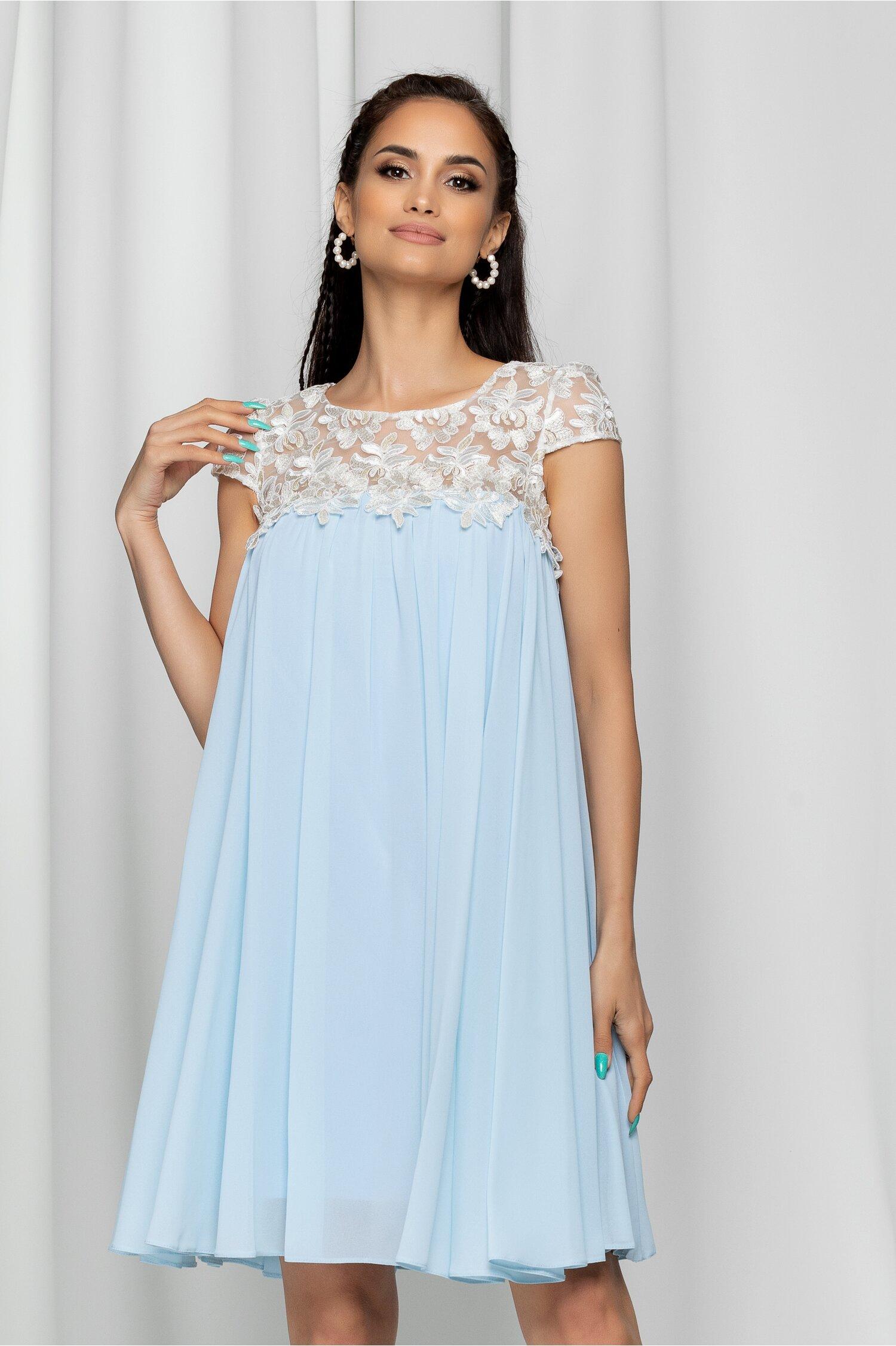 Rochie Estel bleu accesorizata cu tulle si broderie