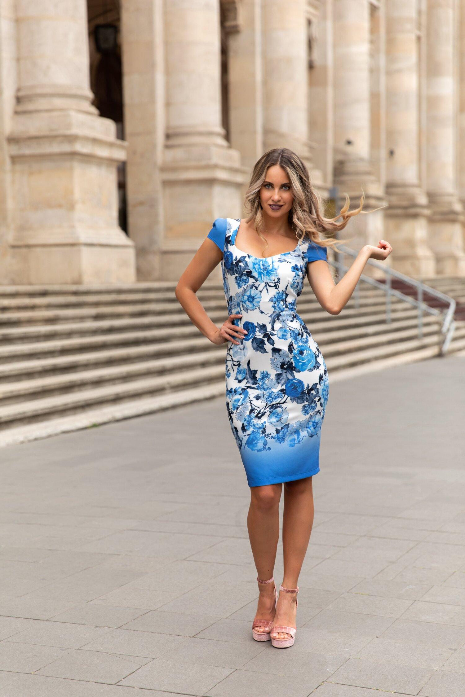 Rochie Fofy cu maneca scurta imprimeu floral si decolteu generos cu bordura albastra
