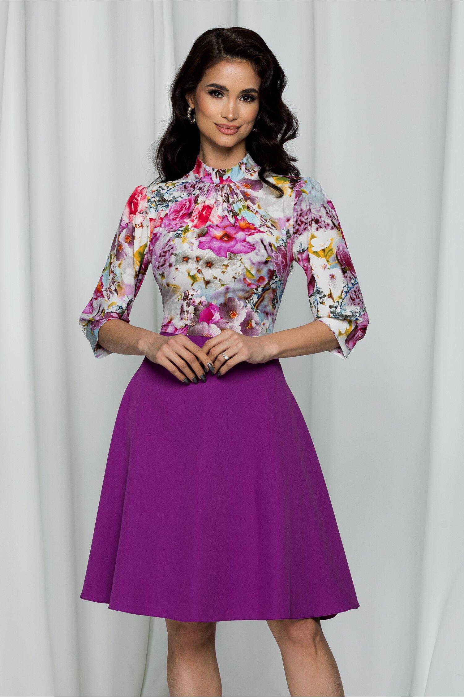 Rochie Georgiana violet cu imprimeu floral si pliuri la baza gatului
