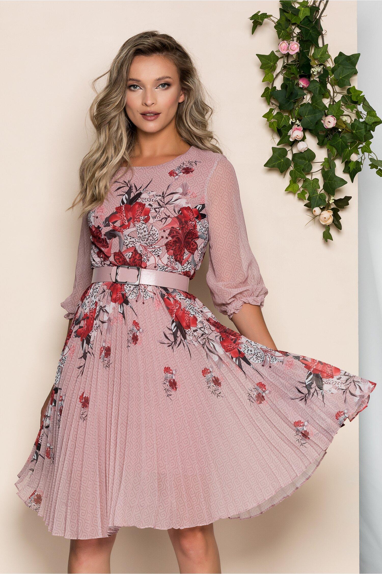 Rochie Georgina roz prafuit cu imprimeu floral rosu si pliuri pe fusta