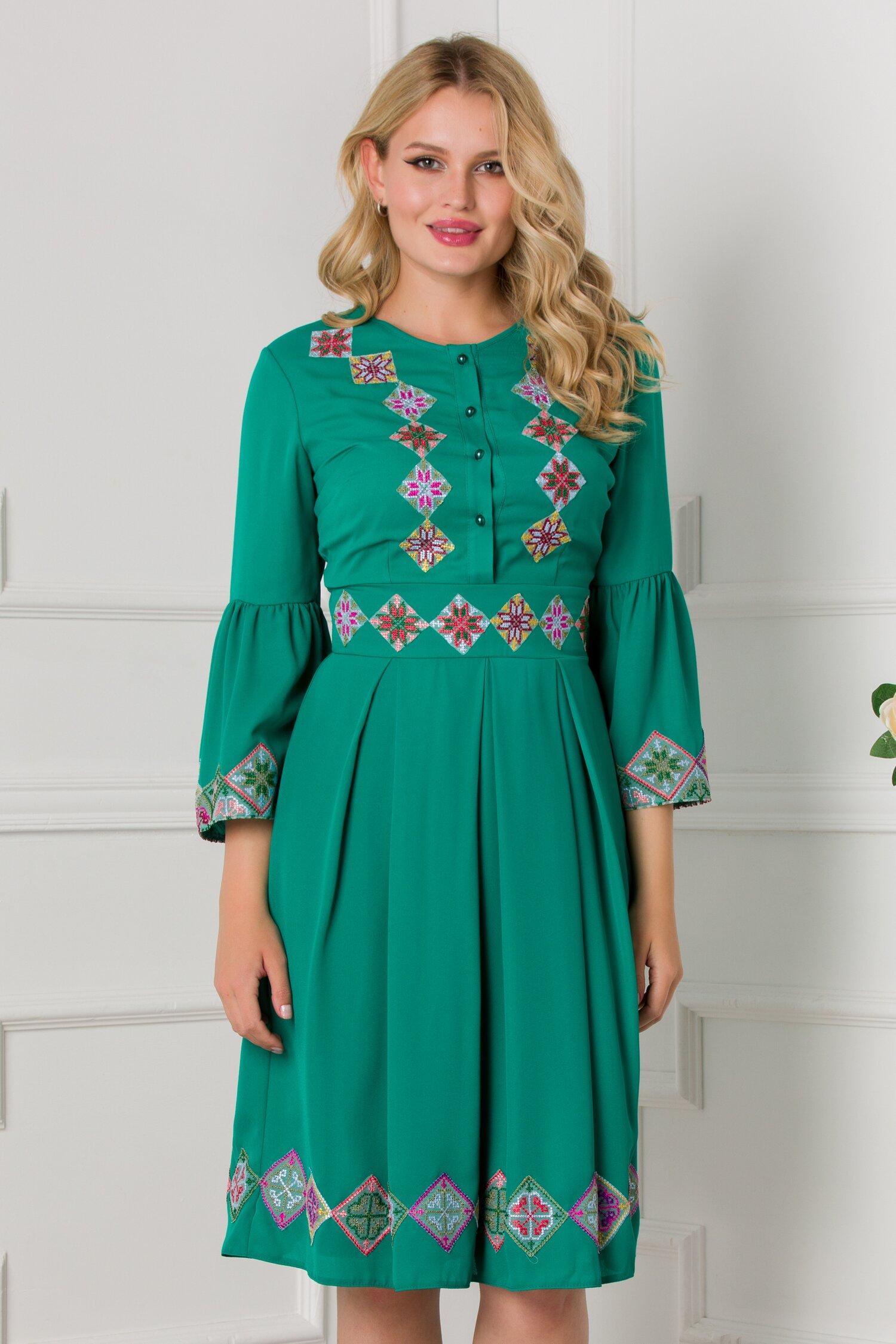 Rochie Ilinca verde cu motive traditionale si maneci tip clopot
