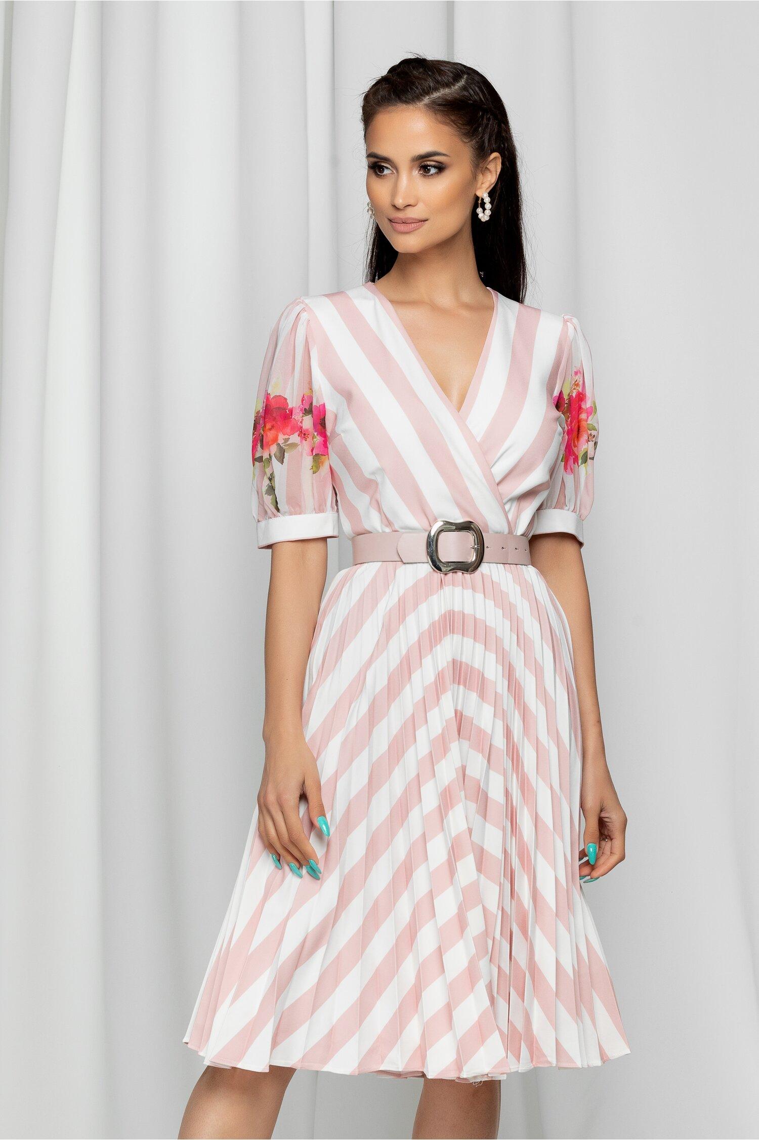 Rochie Isabela roz cu dungi albe si pliuri pe fusta