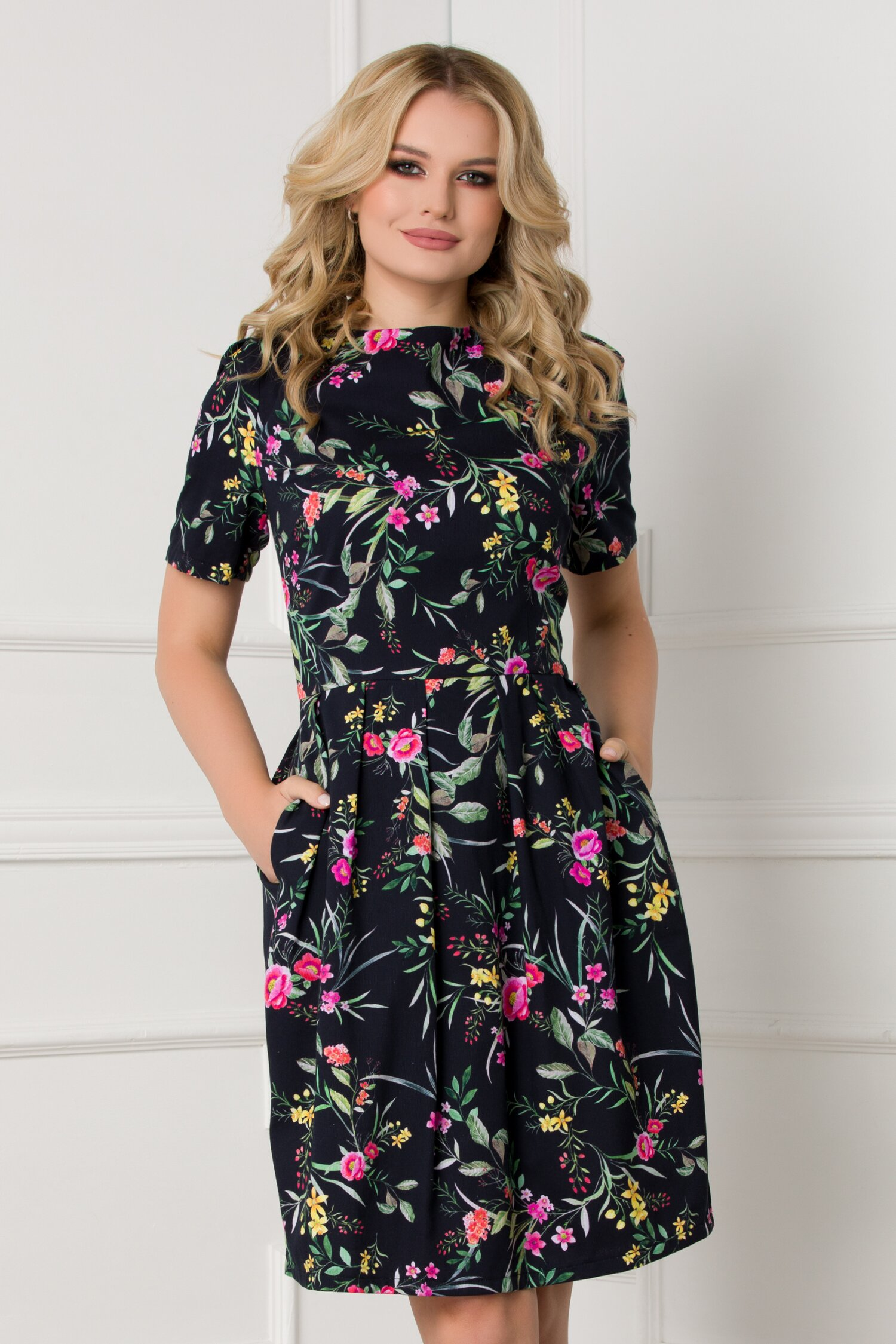 Rochie Iulia neagra cu imprimeuri florale