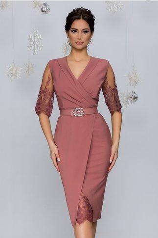 Rochie Ivette roz prafuit accesorizata cu tull brodat cu motive florale