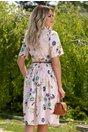 Rochie Ivona roz cu imprimeu floral si curea in talie