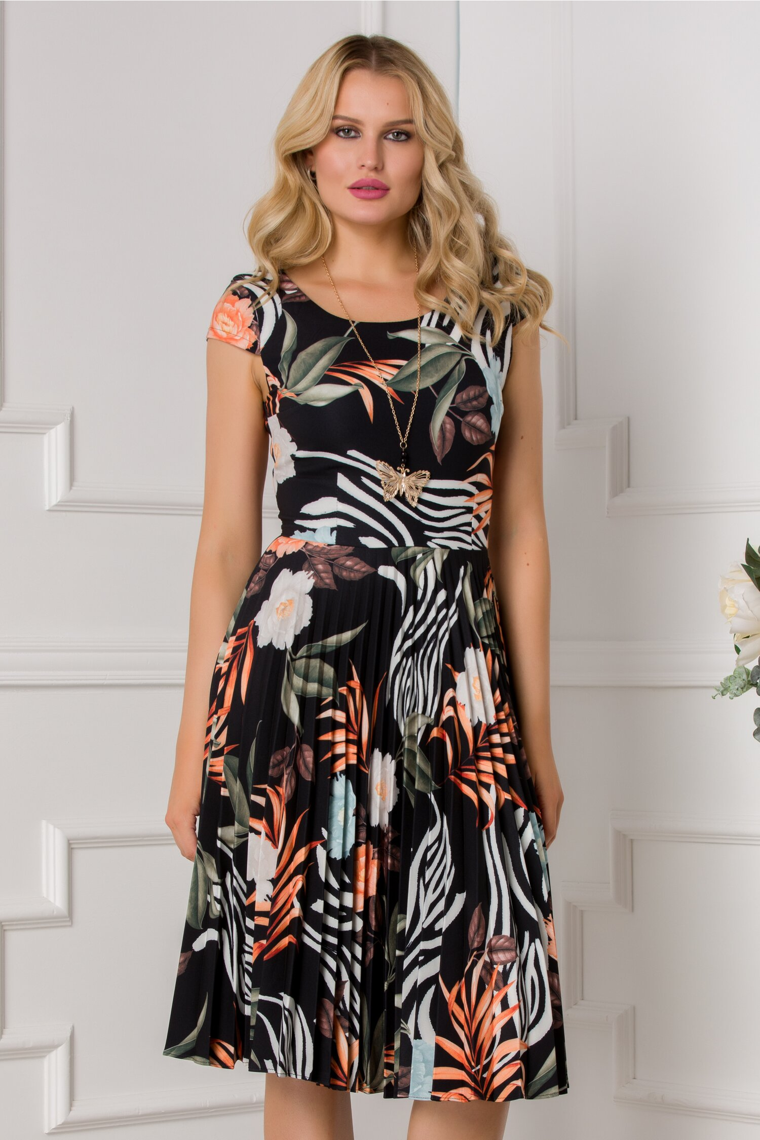 Rochie Ivonne neagra cu maneci scurte si imprimeu floral oranj