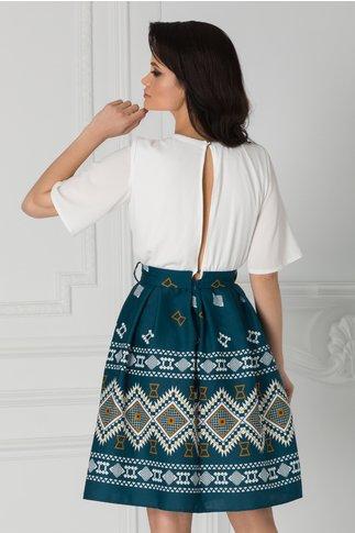 Rochie Kaley alb cu turcoaz si motive traditionale maro