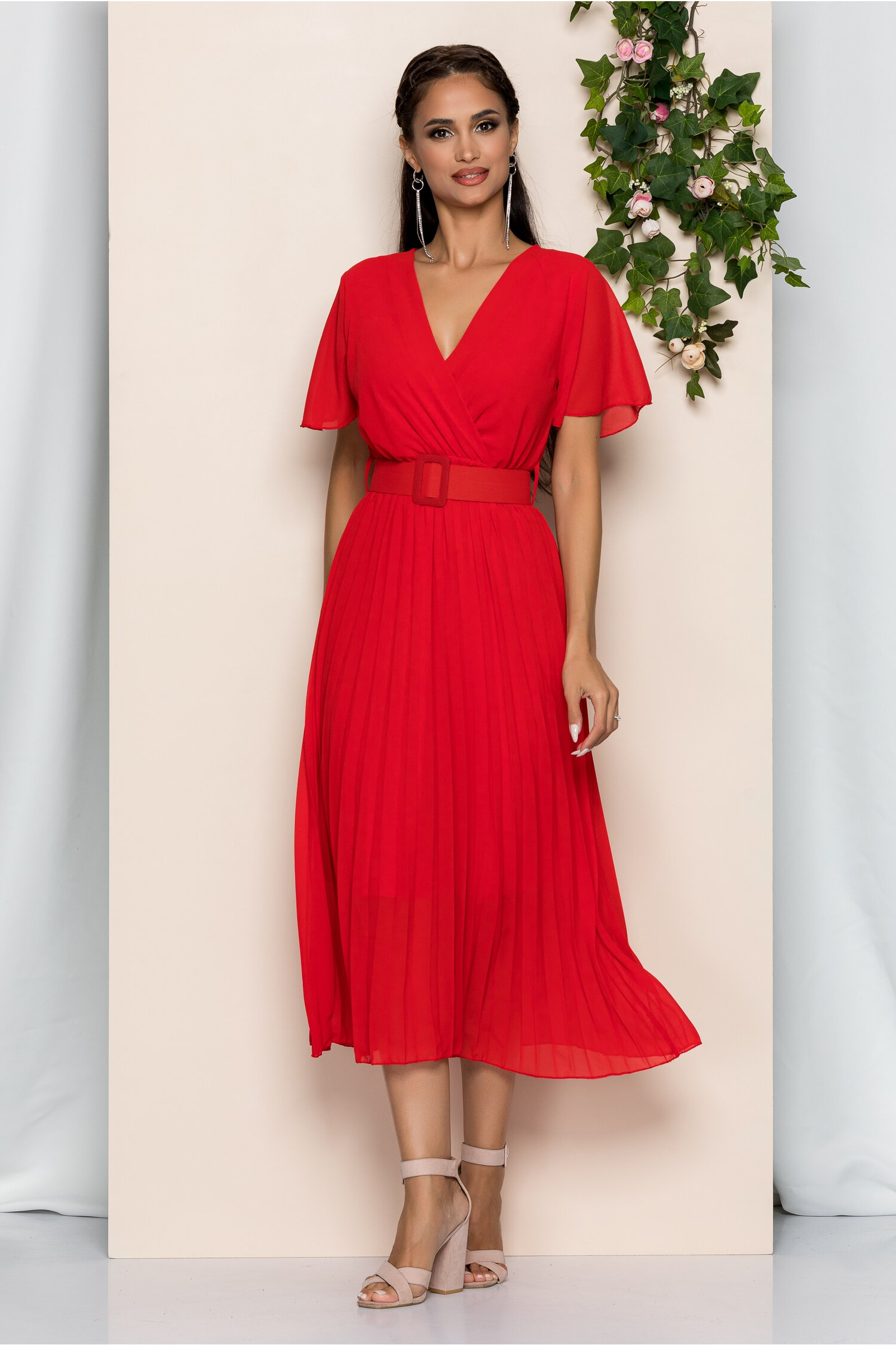 Rochie Kamelia rosie cu pliuri pe fusta si curea in talie