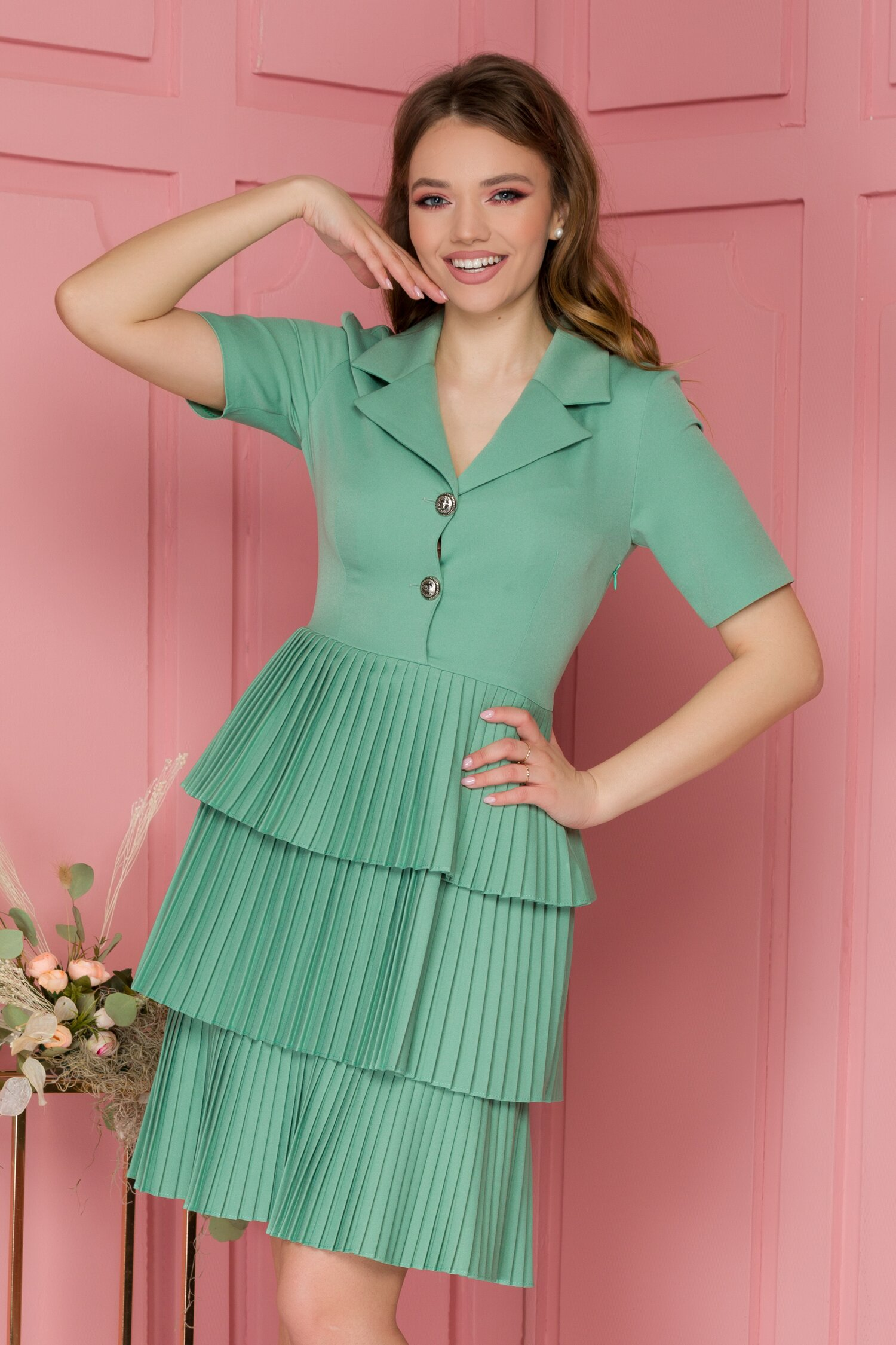 Rochie Kamila verde deschis cu volane plisate