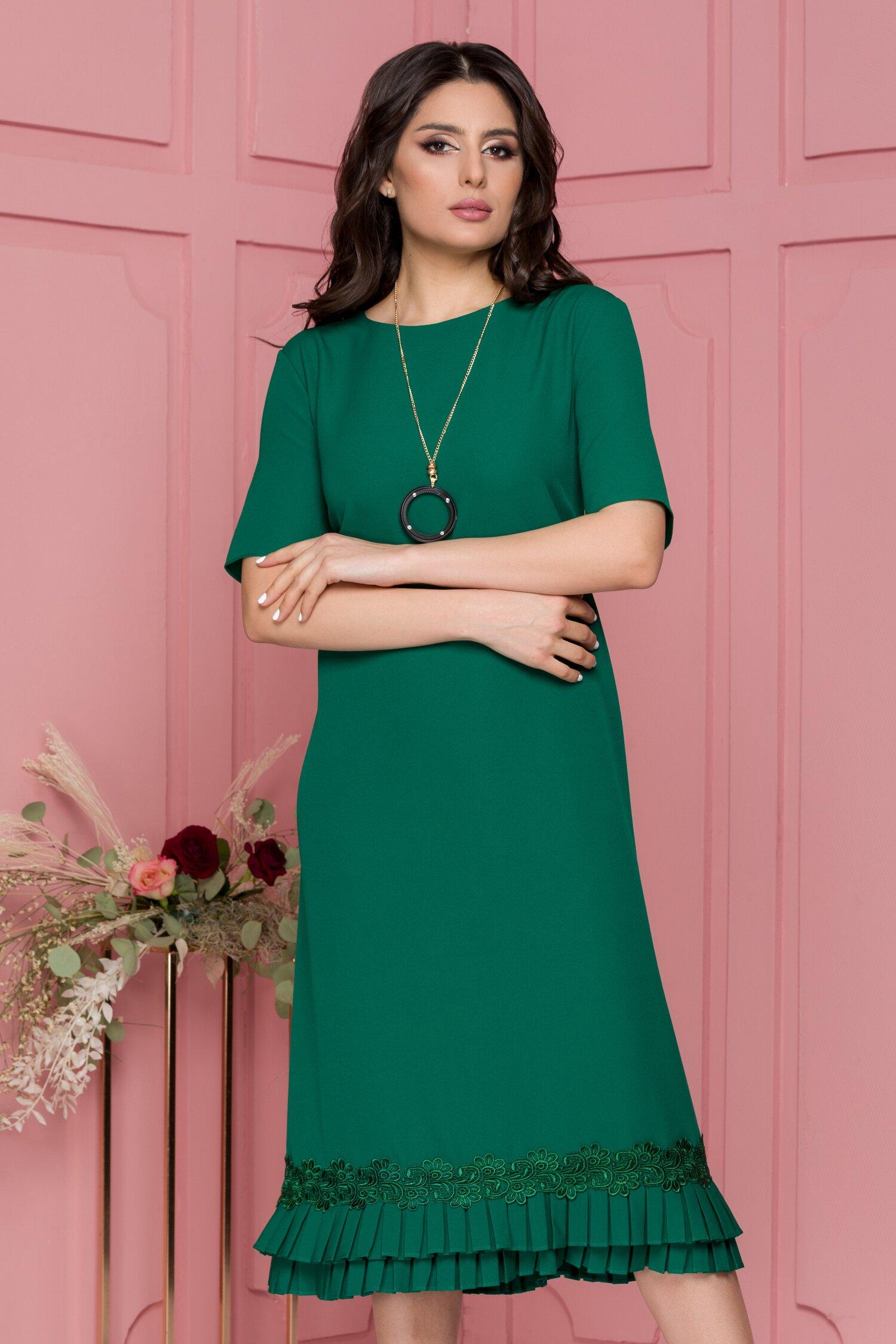 Rochie Katy verde inchis cu volanase plisate la baza