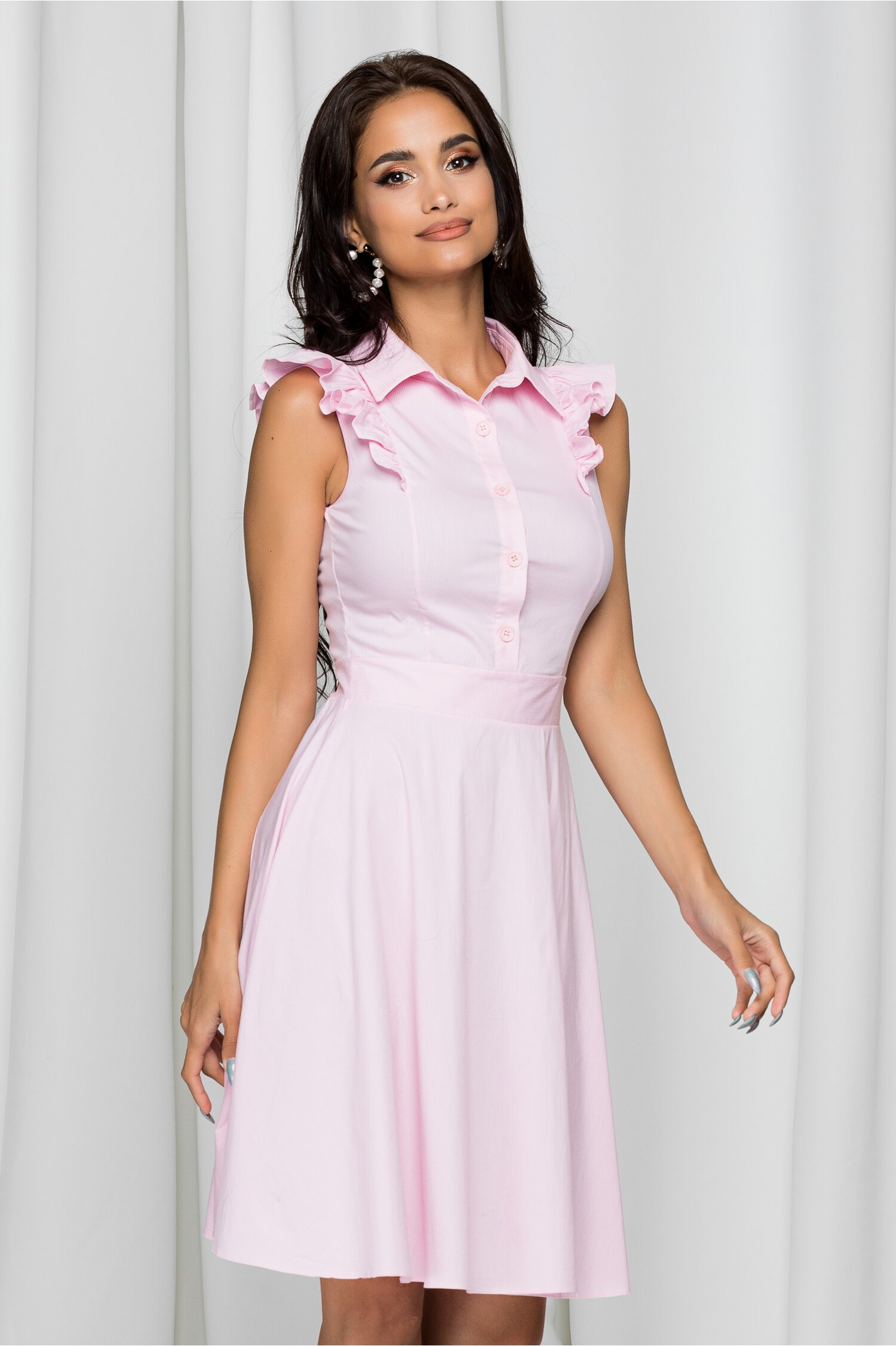 Rochie Klara roz cu dungi albe si volanase la umeri