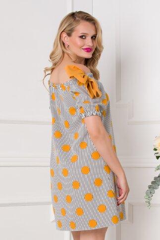 Rochie LaDonna alba cu imprimeu divers cu dungi bleumarin si buline galben mustar