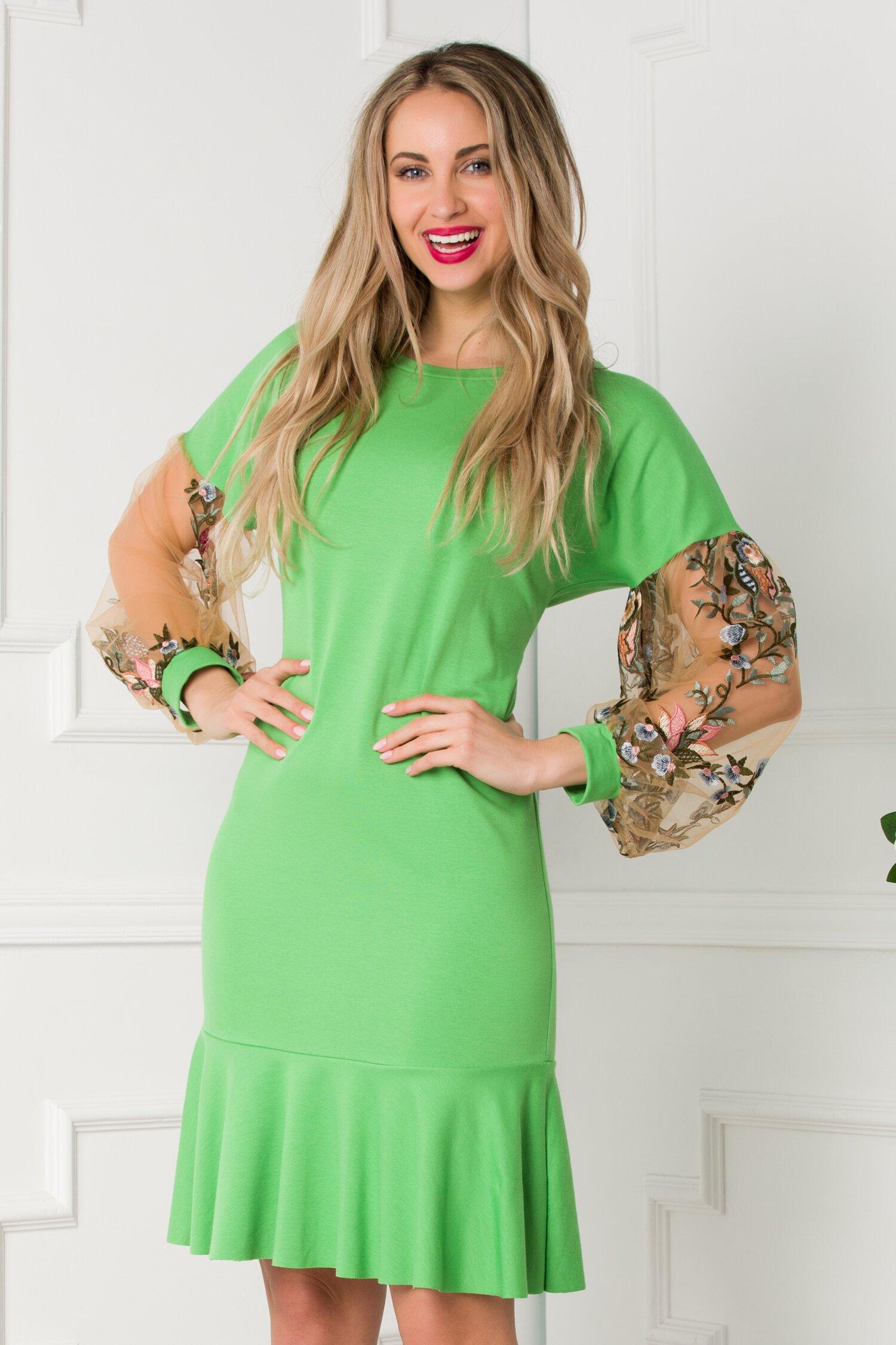 Rochie LaDonna casual verde cu maneci din tull brodat