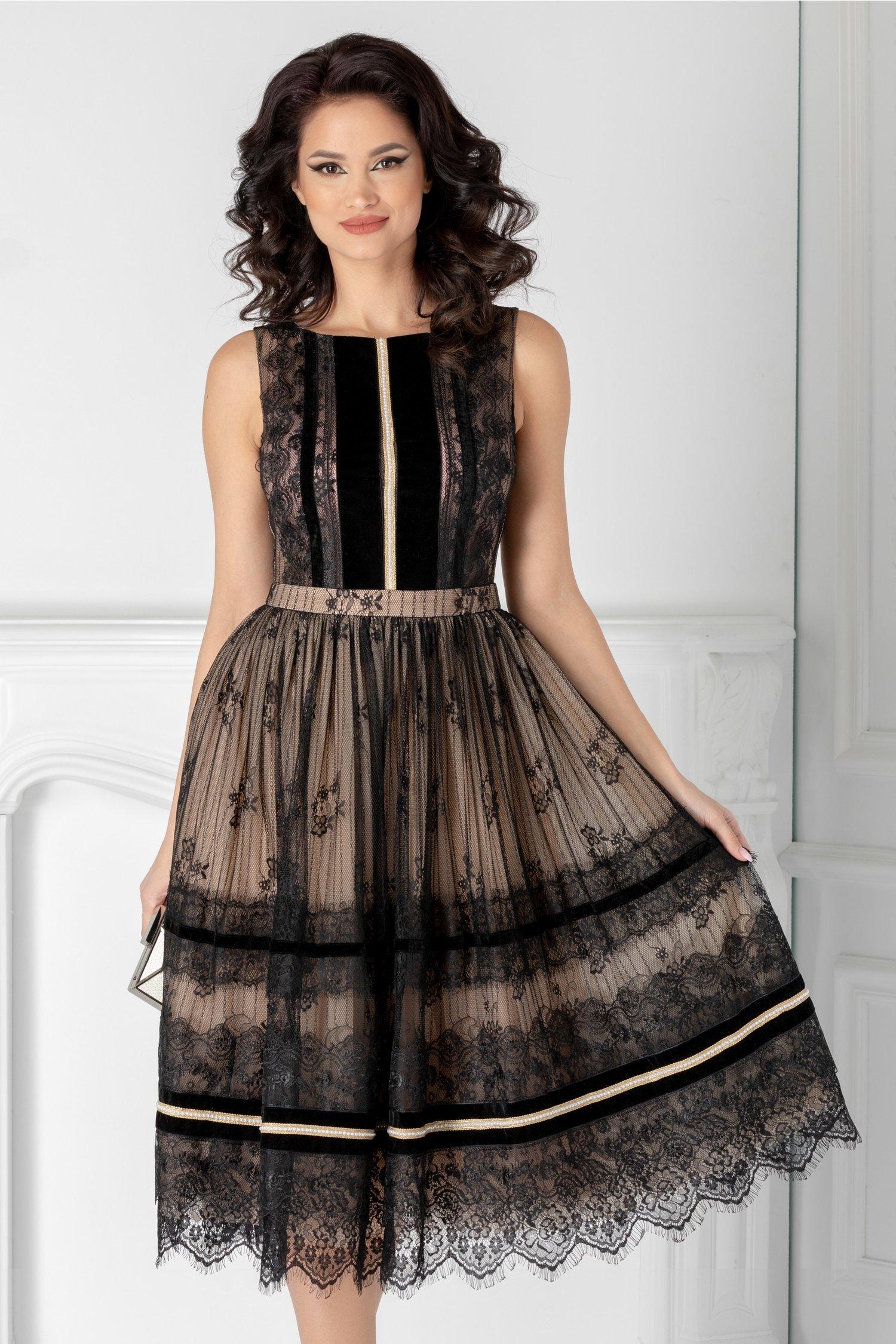 Rochie LaDonna neagra cu dantela chantilly si insertii din catifea negre