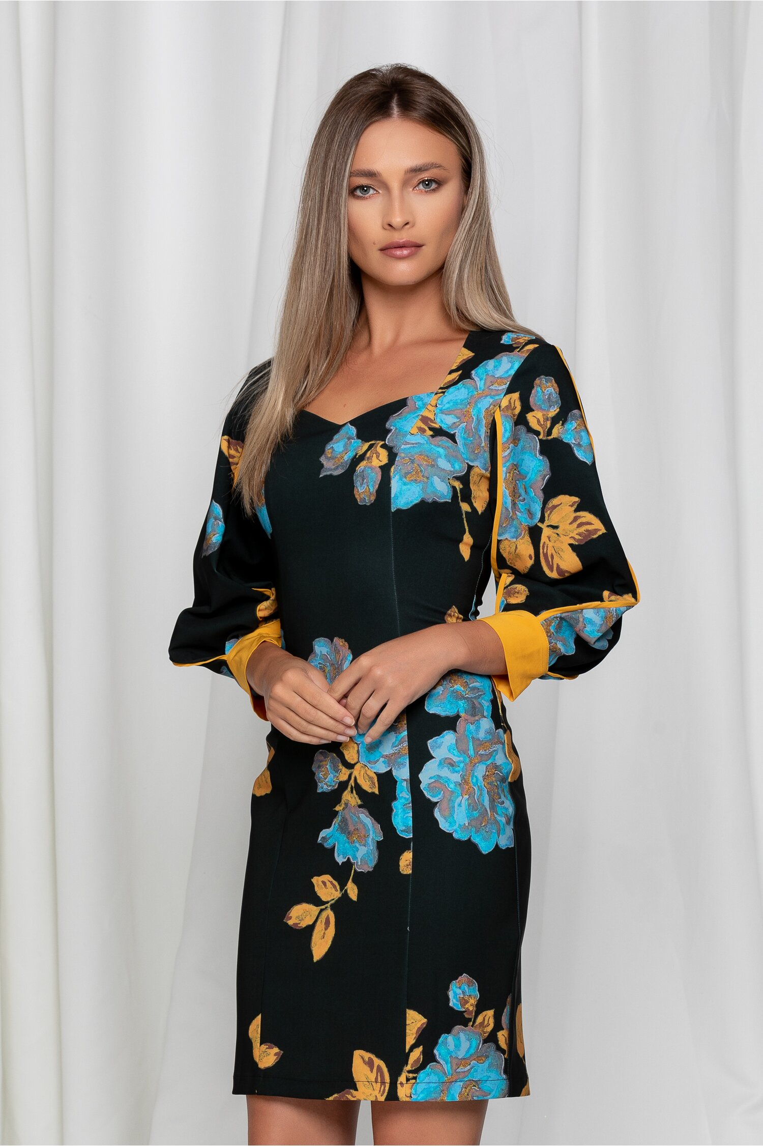Rochie LaDonna neagra cu imprimeuri florale albastre