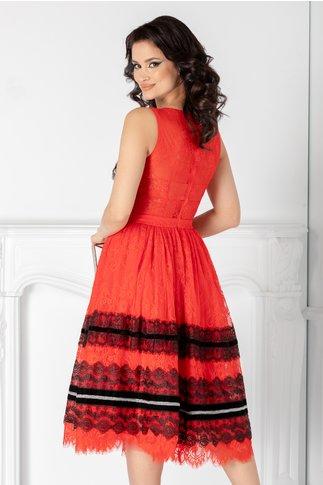 Rochie LaDonna rosie cu dantela chantilly si insertii din catifea negre