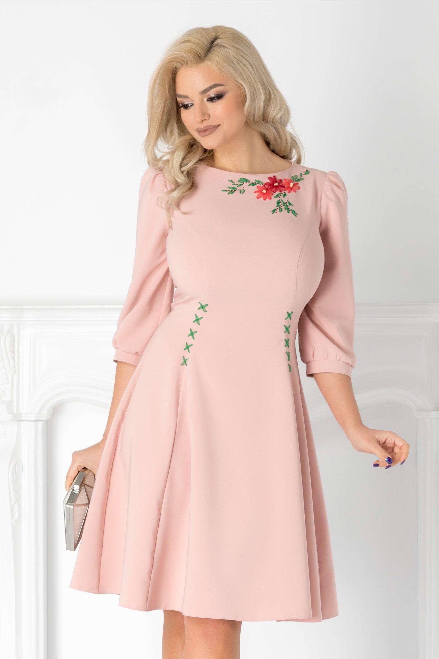 Rochie LaDonna roz cu broderie florala handmade