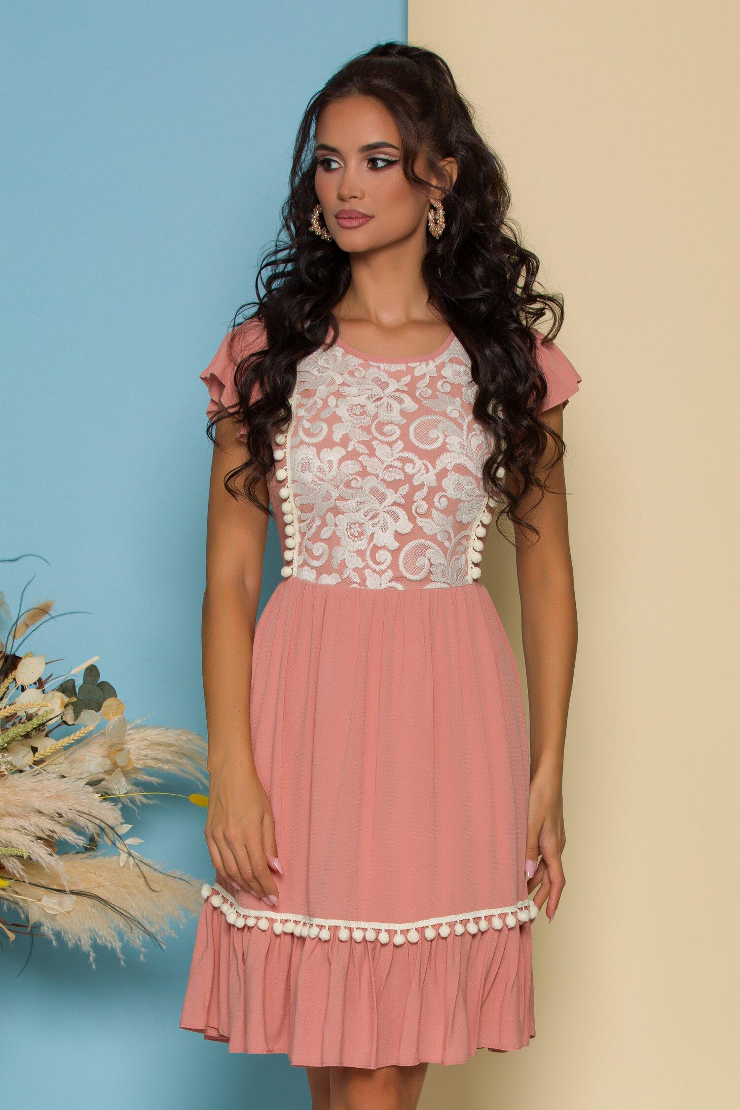 Rochie LaDonna roz prafuit cu broderie florala alba la bust si ciucuri la baza