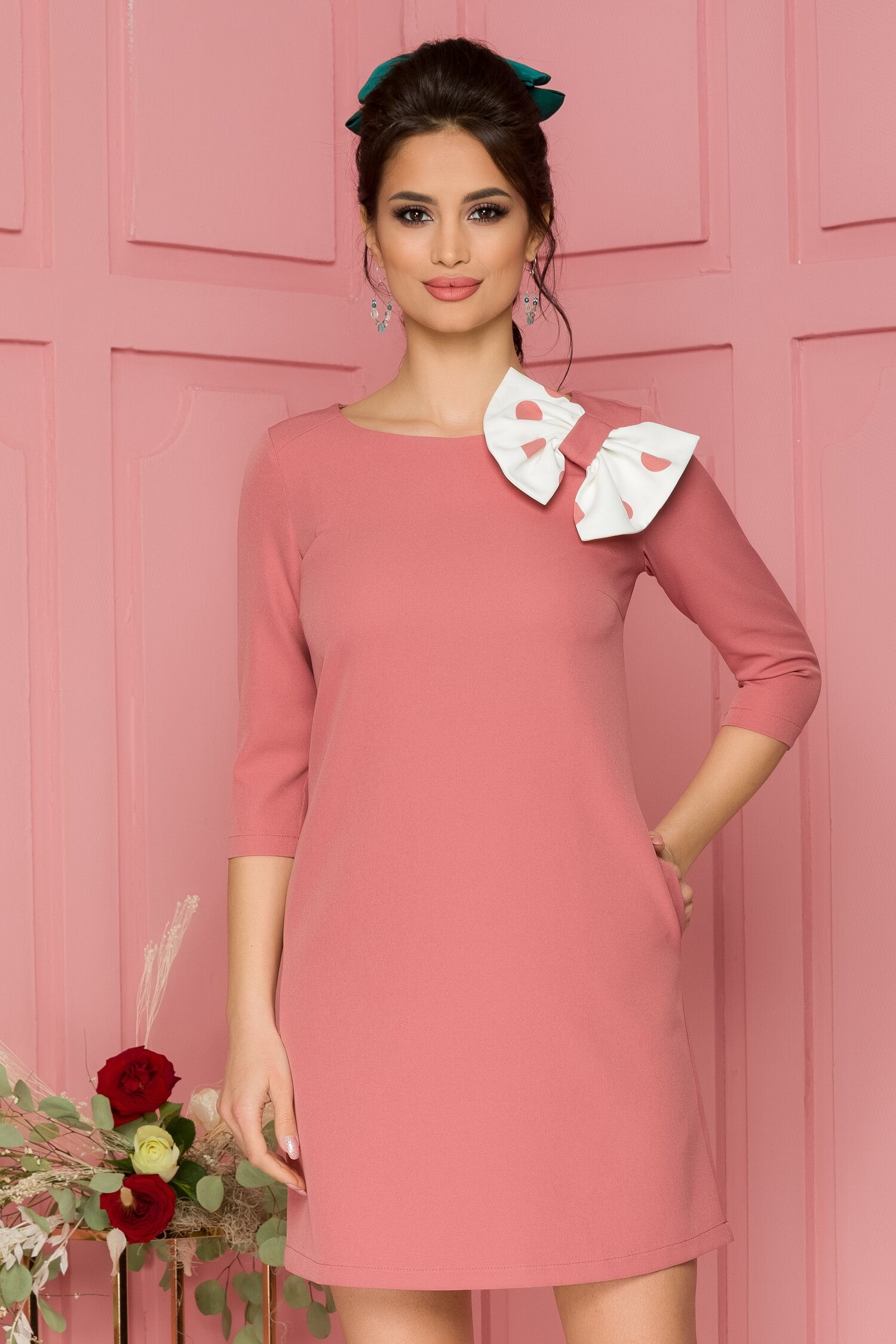Rochie LaDonna roz prafuit cu funda maxi alba cu buline