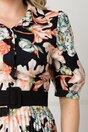 Rochie Larissa neagra cu imprimeu floral caramiziu si fusta plisata