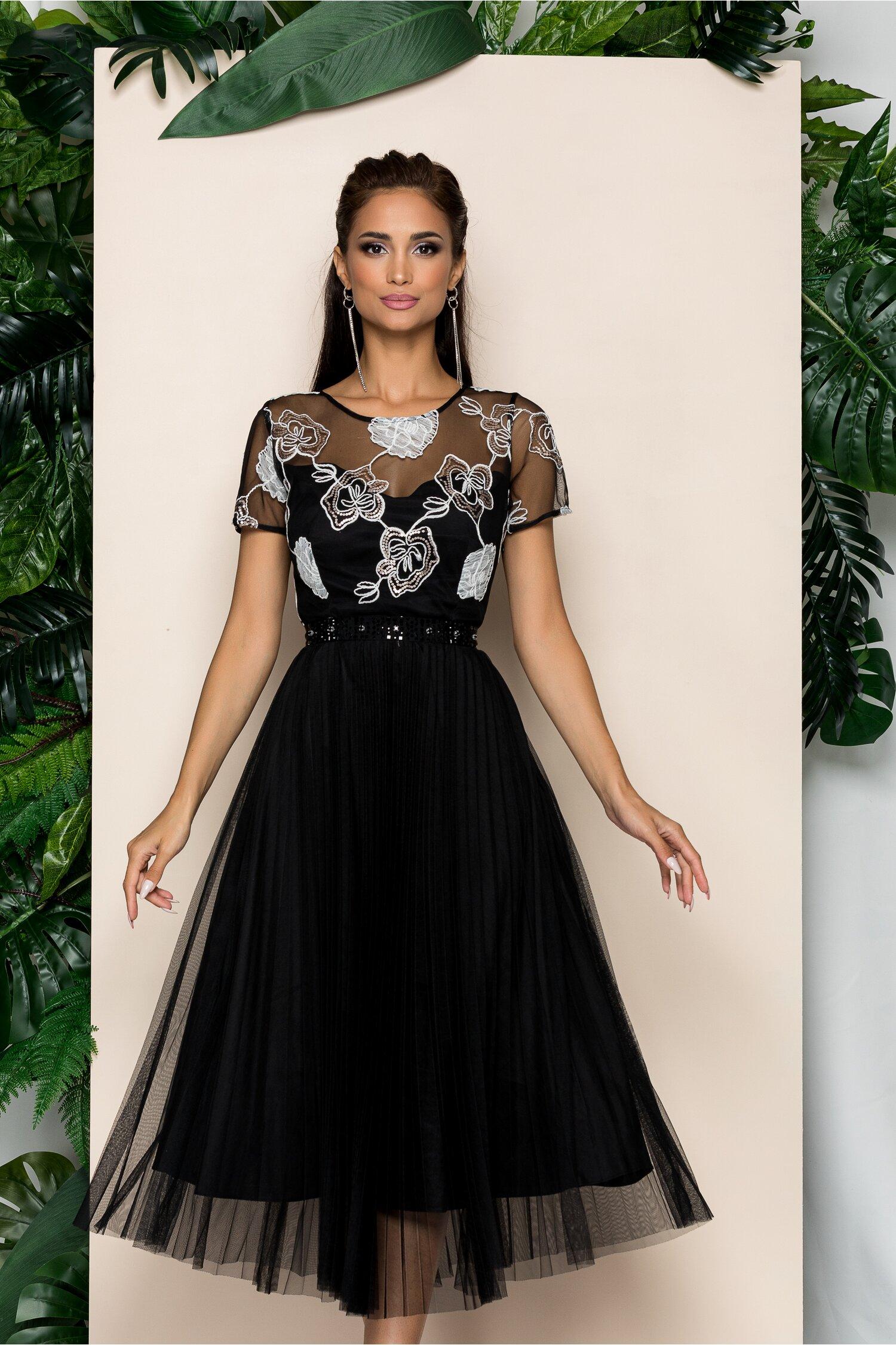 Rochie Leila neagra din tulle cu pliuri pe fusta