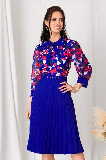 Rochie Lora albastra cu fusta plisata si imprimeu geometric rosu la bust