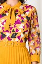 Rochie Lora galbena cu fusta plisata si imprimeu geometric mov la bust