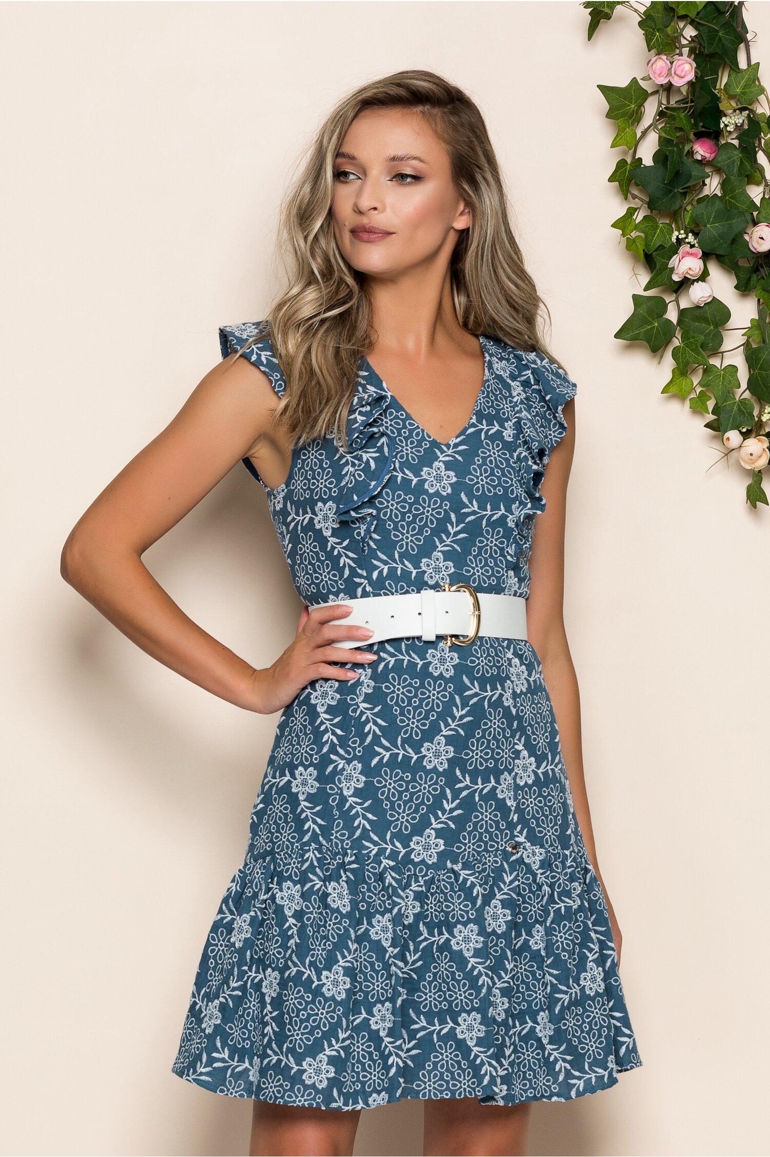 Rochie Mara albastra cu flori albe brodate si volanase la umeri