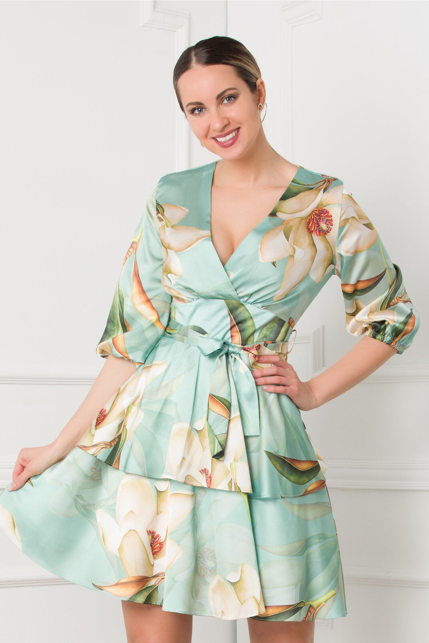 Rochie Maria verde pastel cu imprimeu floral si volanase la baza