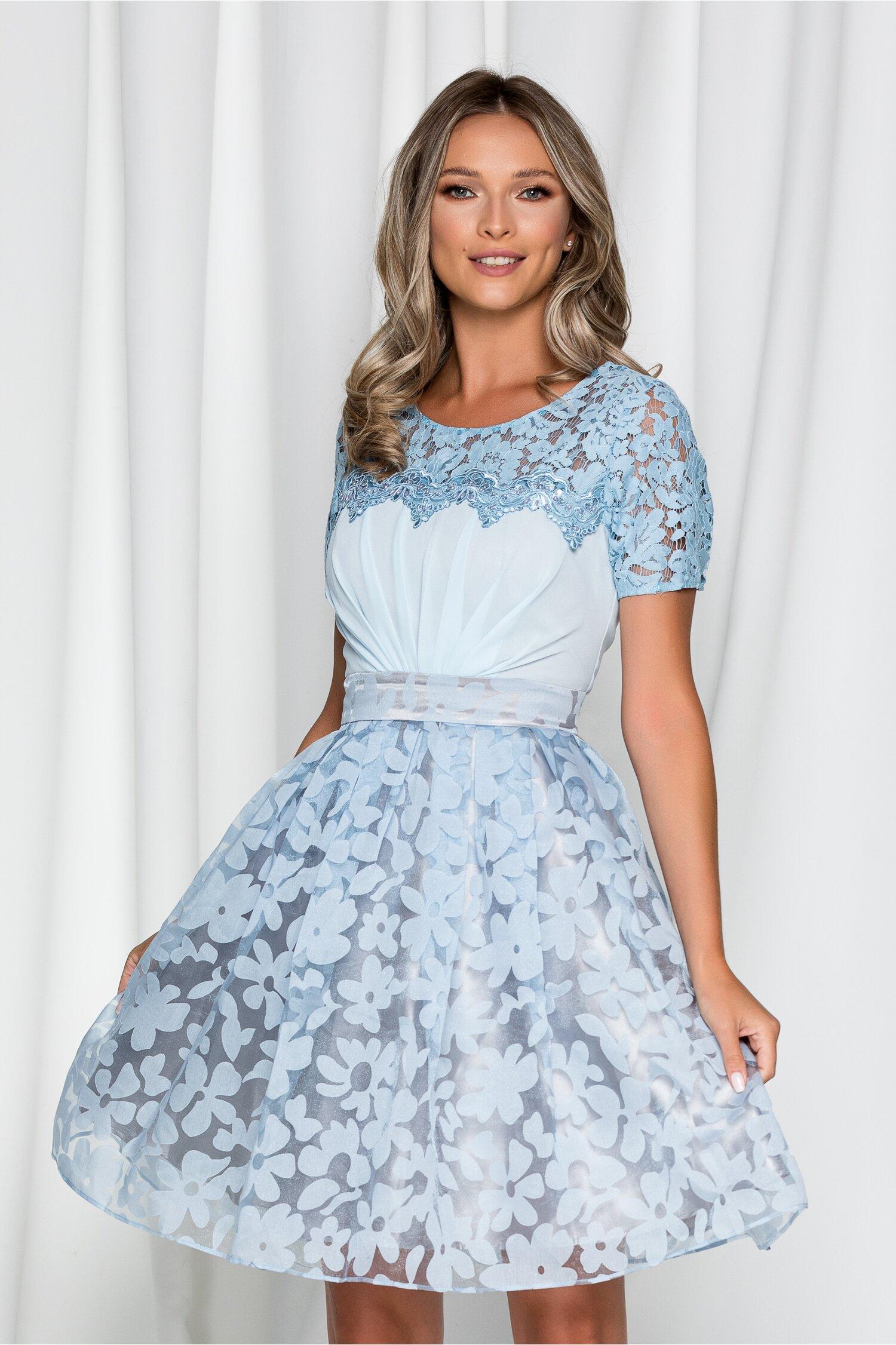 Rochie Marilena bleu accesorizata cu perlute si broderie