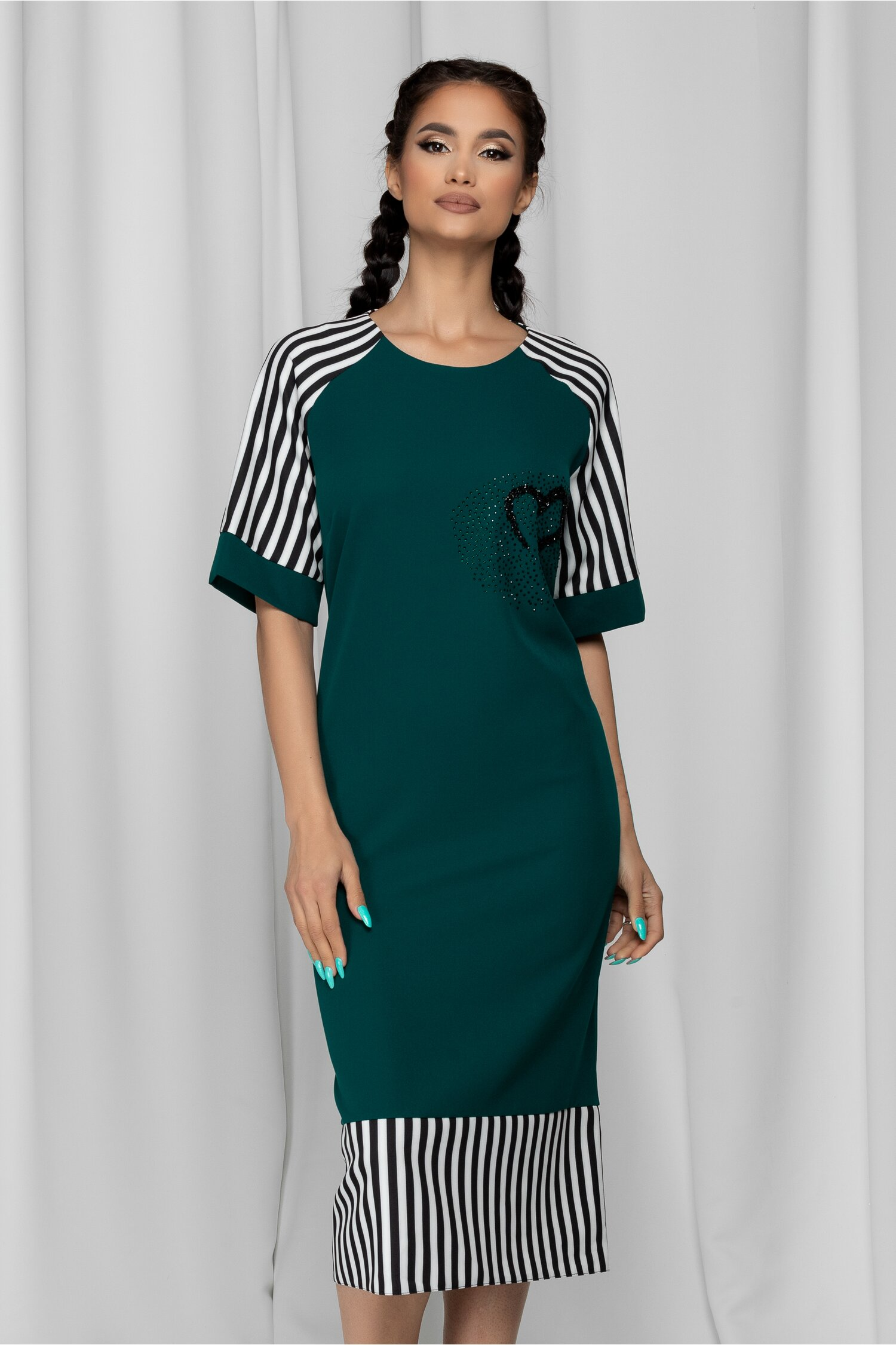 Rochie Mariola verde cu dungi si strasuri