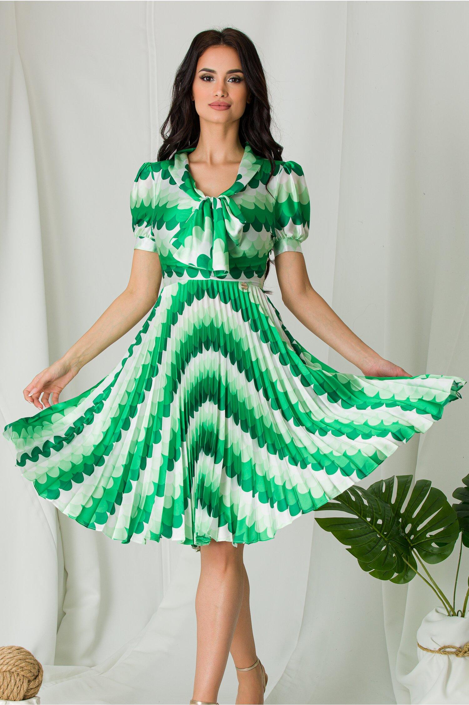 Rochie Masha cu imprimeuri verde si fusta plisata