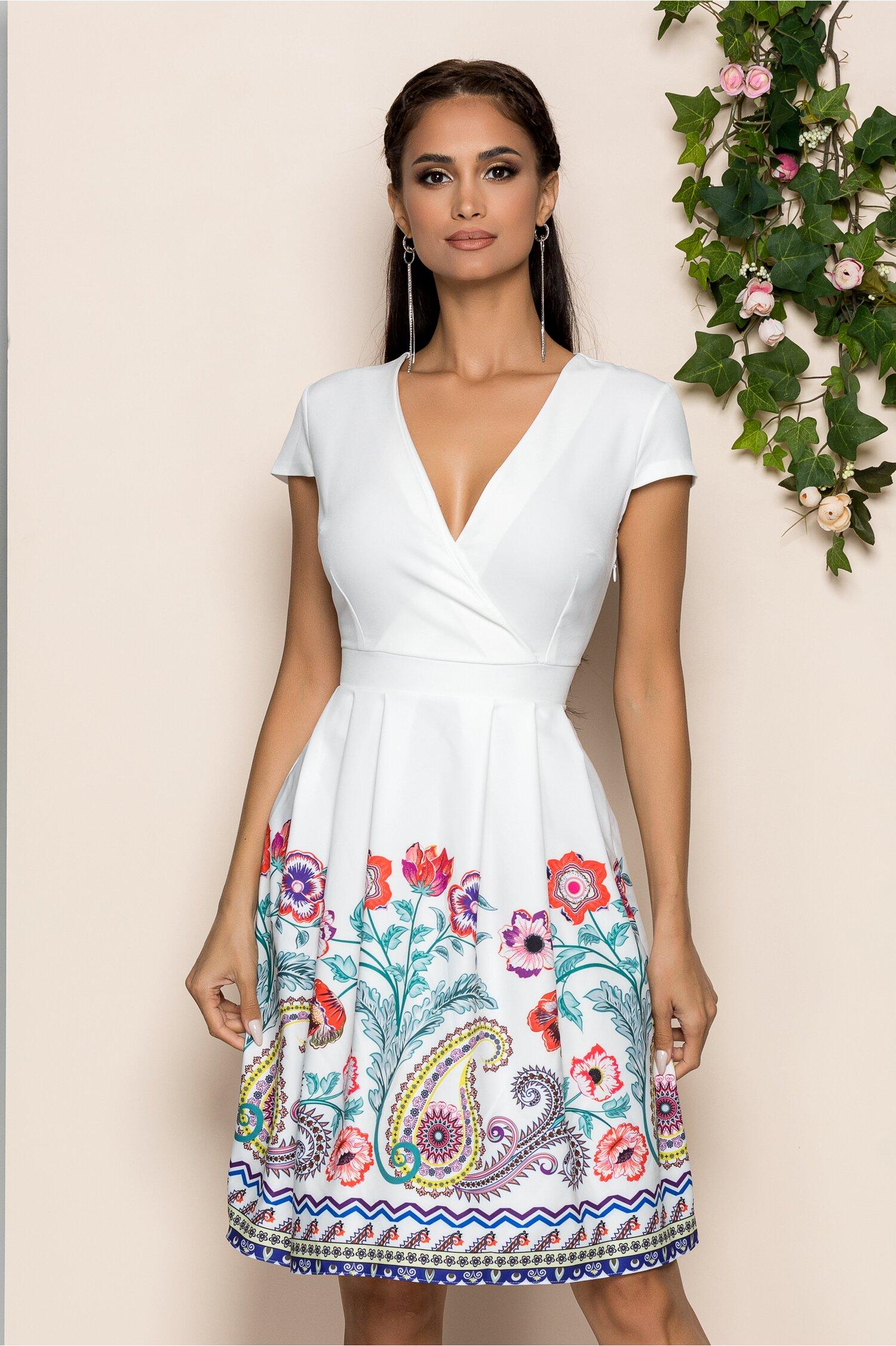 Rochie Maya alba cu decolteu in v petrecut si imprimeu floral pe fusta