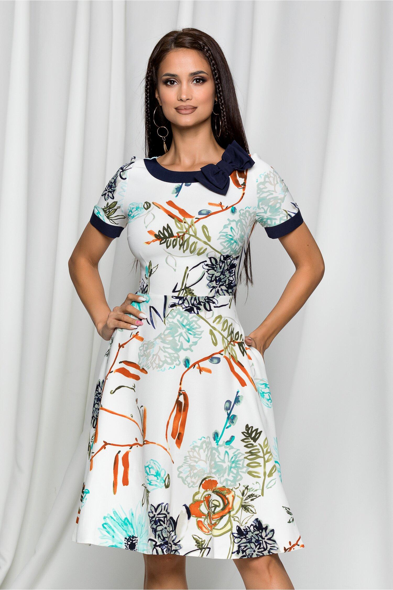 Rochie MBG alba cu imprimeu floral si fundita bleumarin