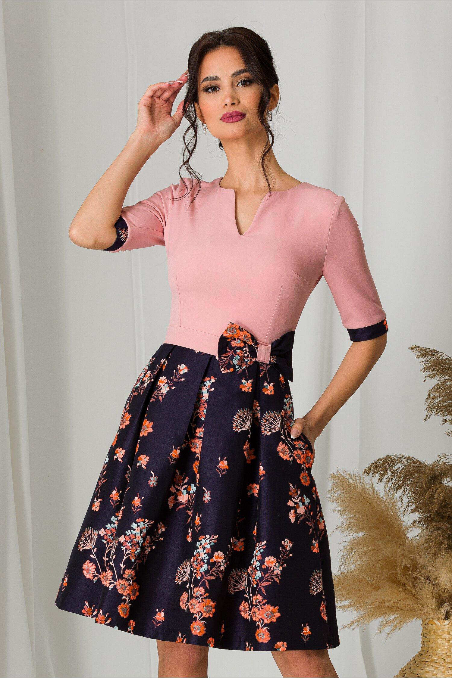 Rochie MBG cu bust roz si fusta neagra cu imprimeuri florale