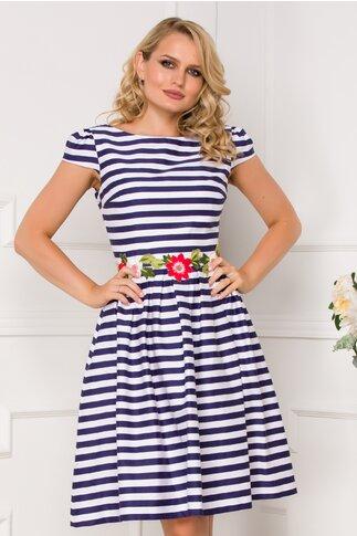 Rochie MBG cu dungi albastre si broderie florala in talie