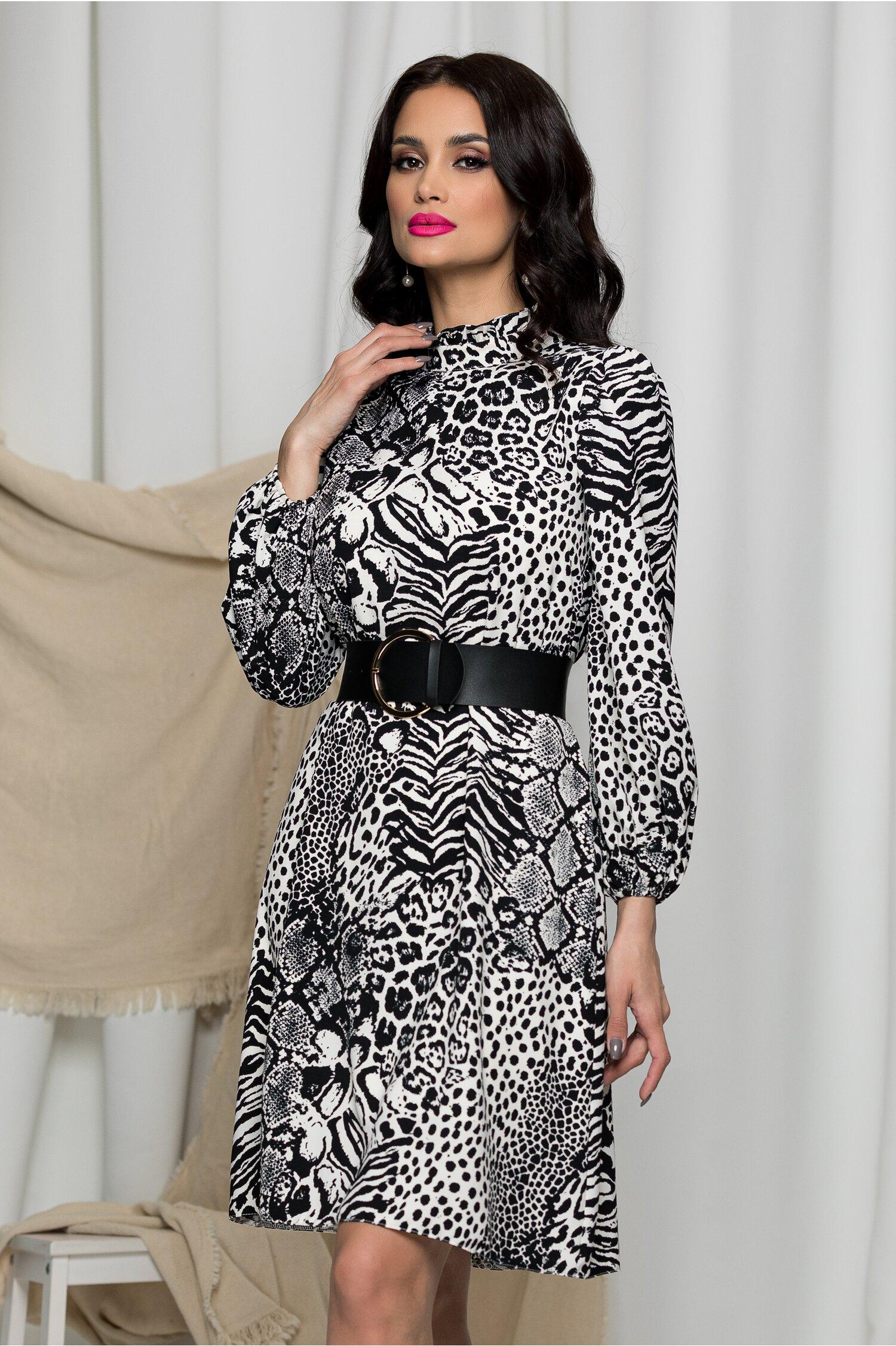 Rochie MBG cu imprimeu alb-negru si maneci trei sferturi