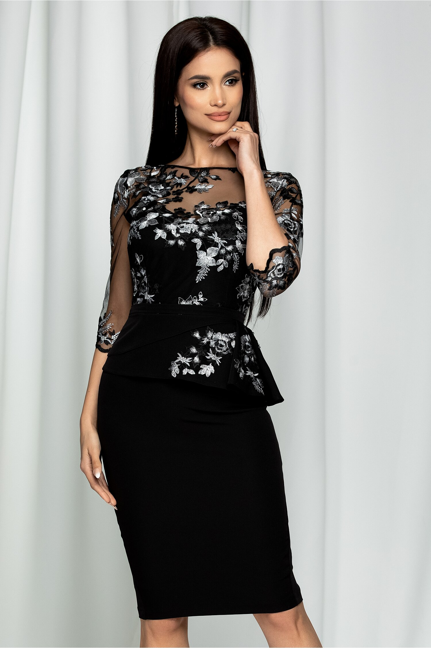 Rochie MBG neagra cu broderie florala gri la bust si peplum elegant