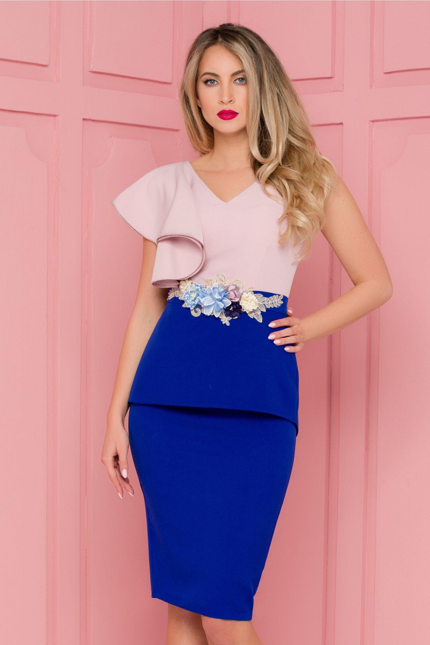 Rochie MBG rose-albastru cu volan pe umar si broderie in talie