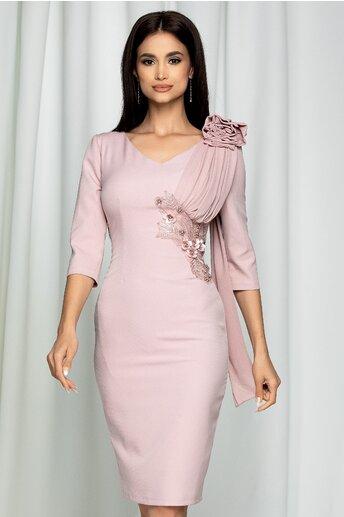 Rochie MBG roz cu broderie florala la talie si aplicatie la umar