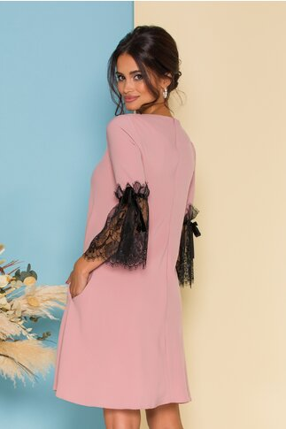 Rochie MBG roz cu dantela neagra la baza manecilor