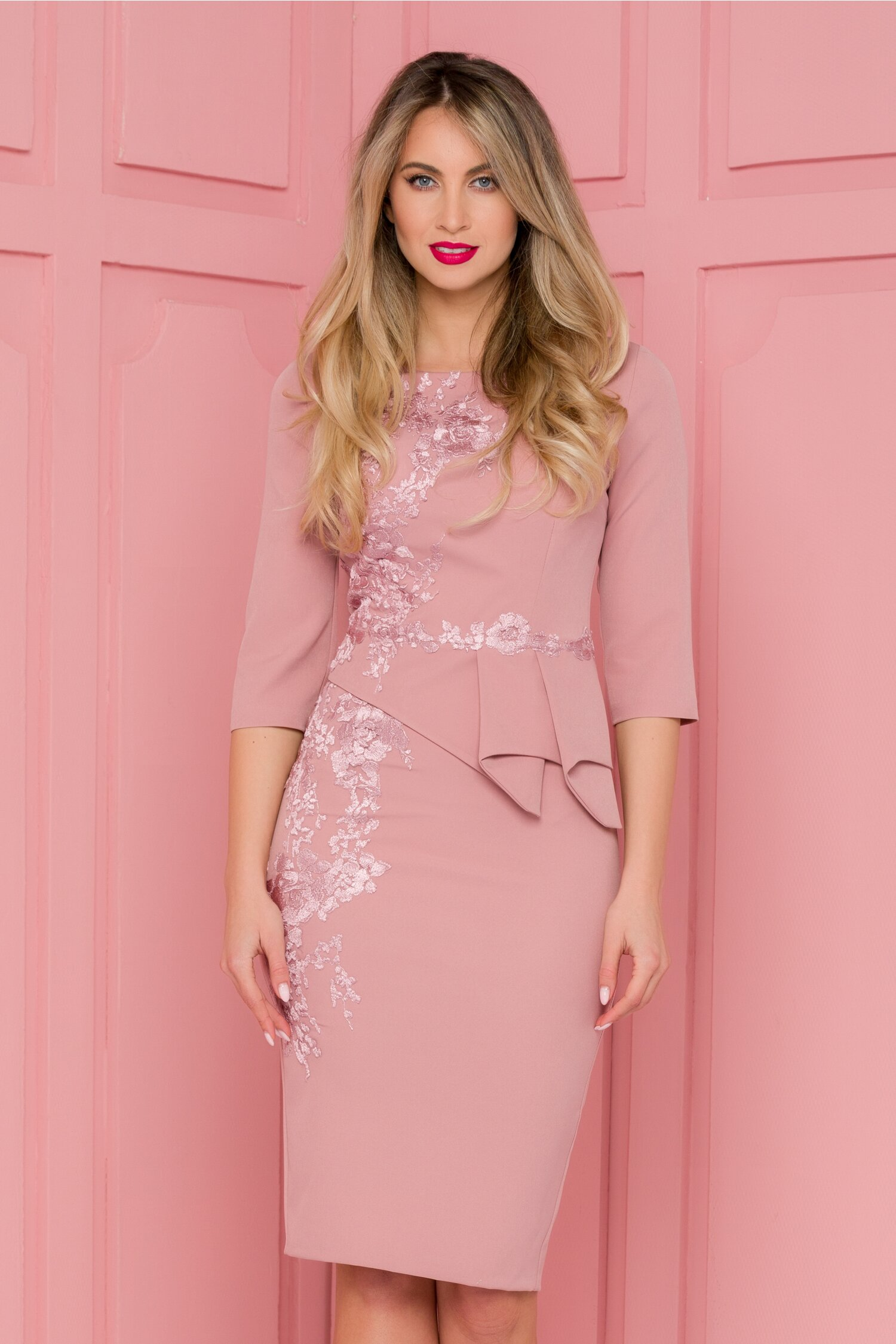 Rochie MBG roz prafuit cu broderie florala