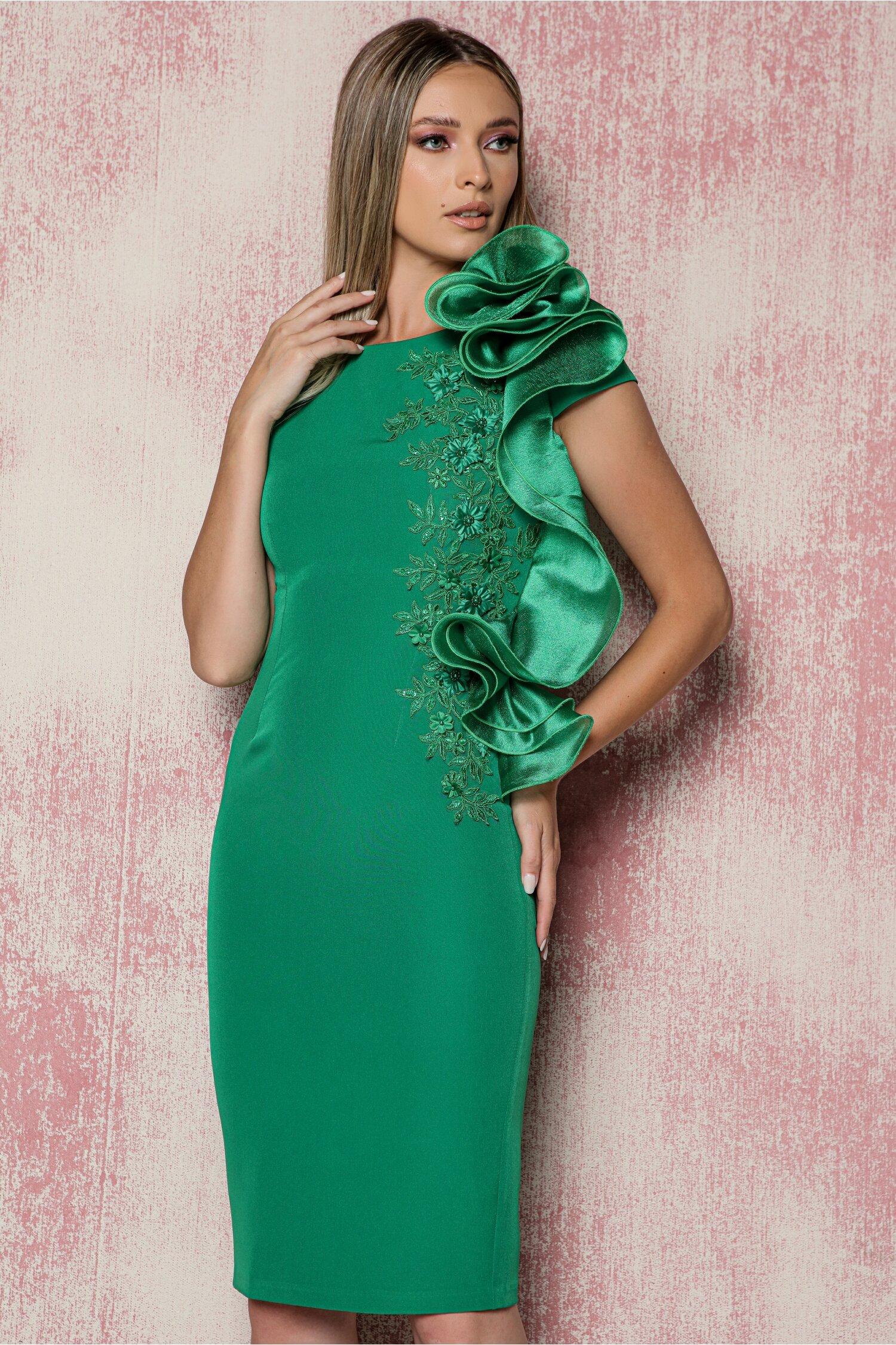 Rochie MBG verde cu broderie florala la bust si volan cu rijelina pe o parte